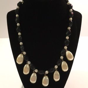 Black bead with pearl necklace